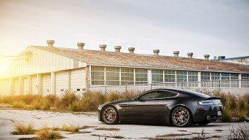 Black-Aston-Martin