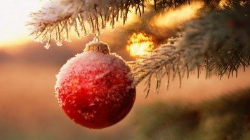 hd-wallpaper-Snowy-Christmas-Ball-in-Tree