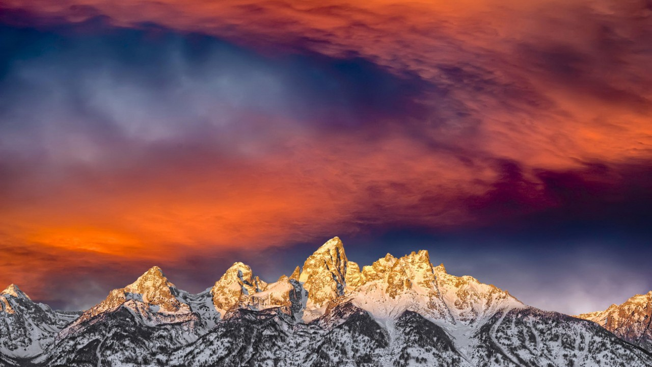 golden peaks of mountains