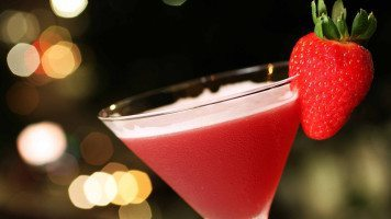 cocktail-with-strawberry