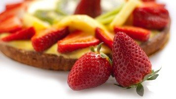 food-cake-pie-strawberries-hd-wallpaper