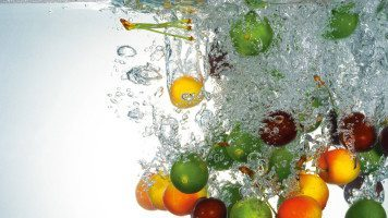 fruits-in-water