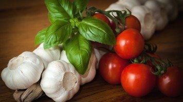 garlic-and-tomatoes