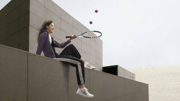 girl-playing-with-tennis-racket