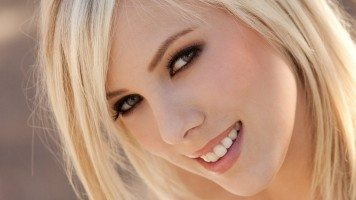 smiling-blonde