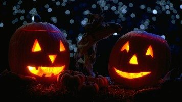 pumpkins-with-candles-in-the-night