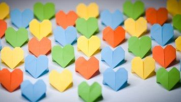 colored-paper-hearts
