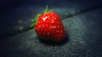 strawberry-macro-hd-wallpaper
