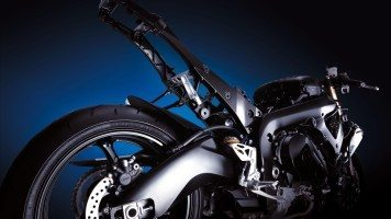 suzuki-gsx-r1000-back-wide