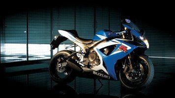 suzuki-gsx-r750-bike-wide