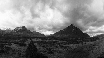 The-gray-sky-in-the-mountains