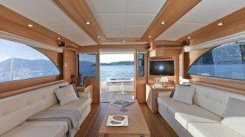 yacht-in