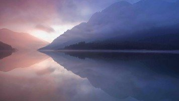 Nature-reflection-in-the-lake-at-sunset