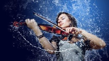 girl-playing-the-violin-in-the-rain