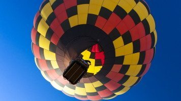 checkered-hot-air-balloon