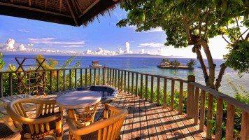 Terrace-overlooking-the-sea