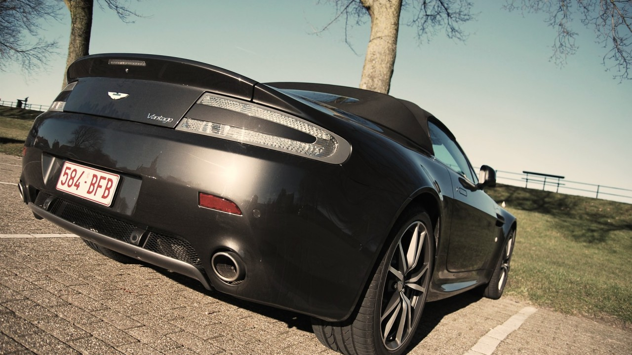 Aston Martin V8 Vantage Roadster Back