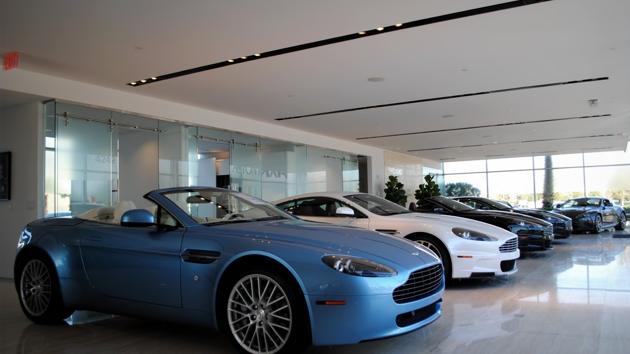 Aston Martin Vantage Roadster & Friends