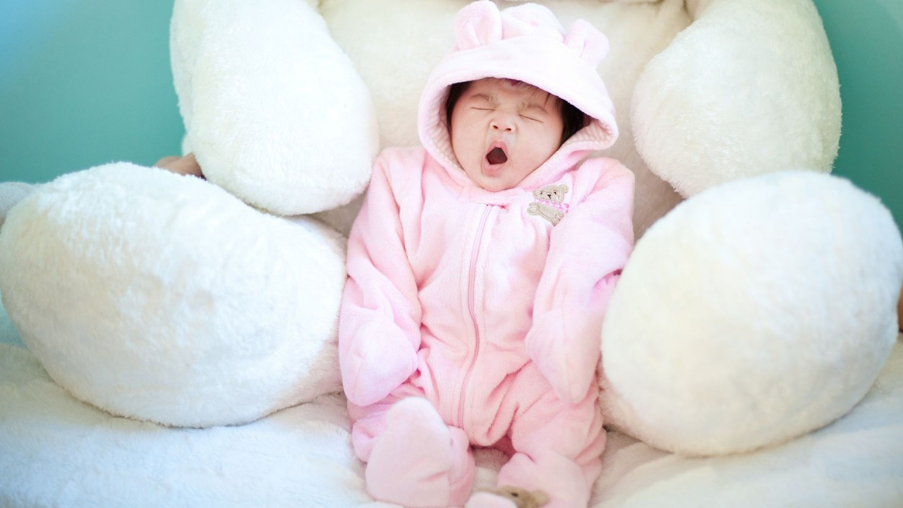 hd wallpaper Cute Baby Ziewanie