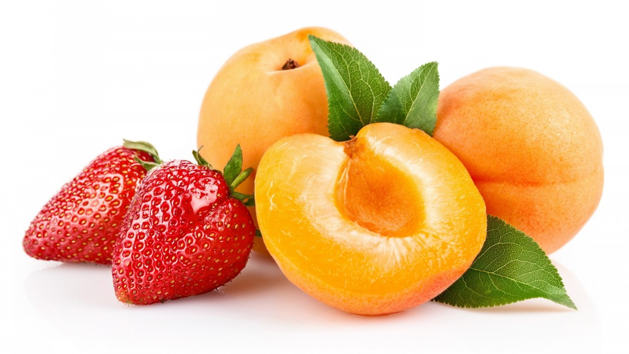 Juicy strawberries and peaches