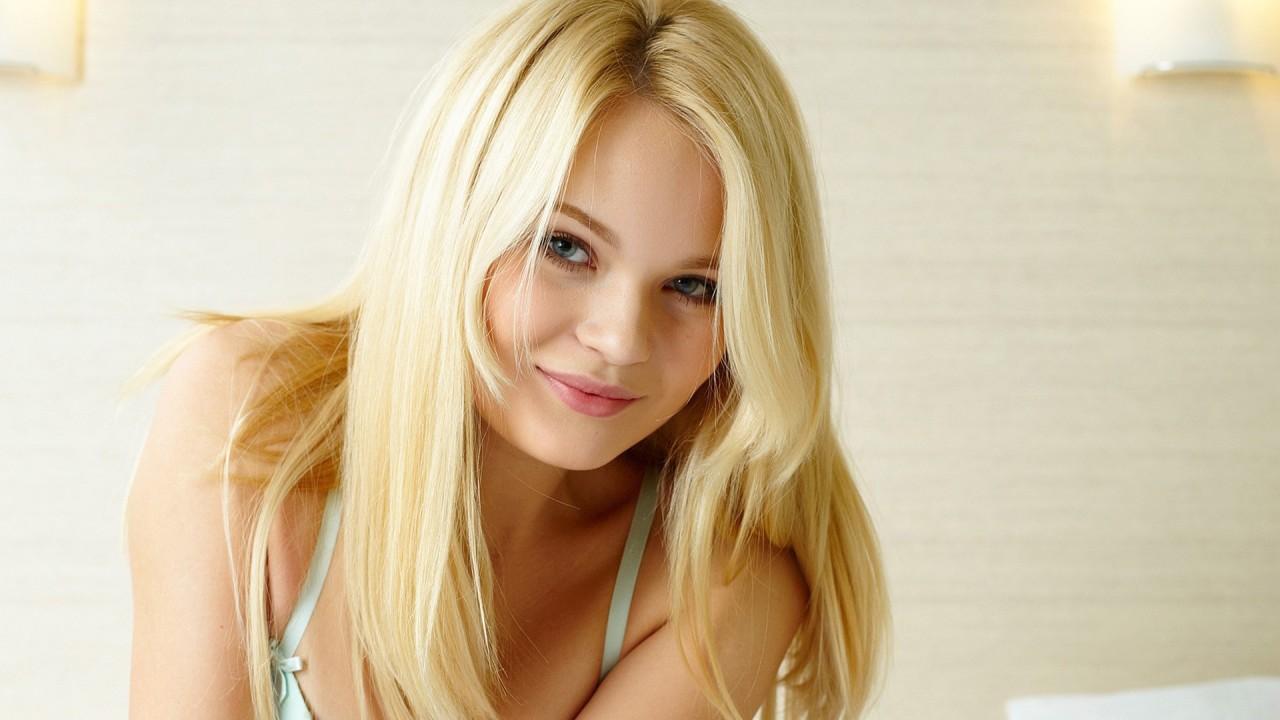 pretty blondie