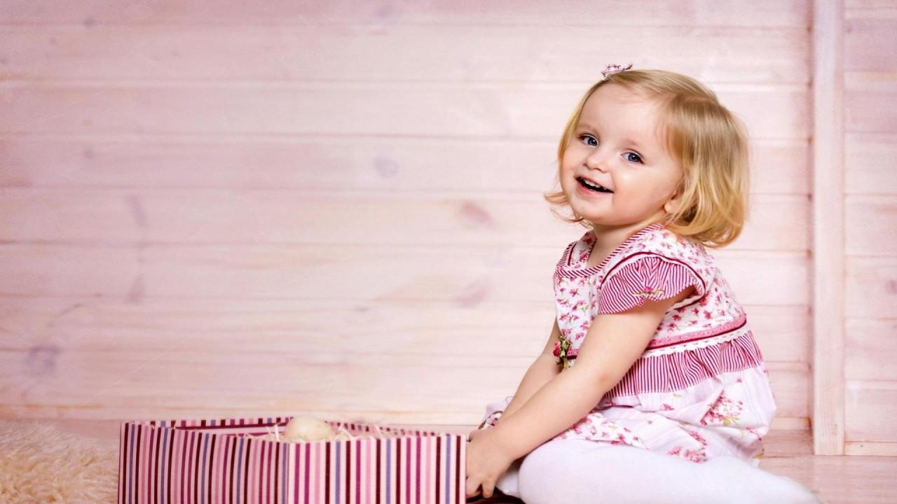 smiling cute girl gift hd wallpaper