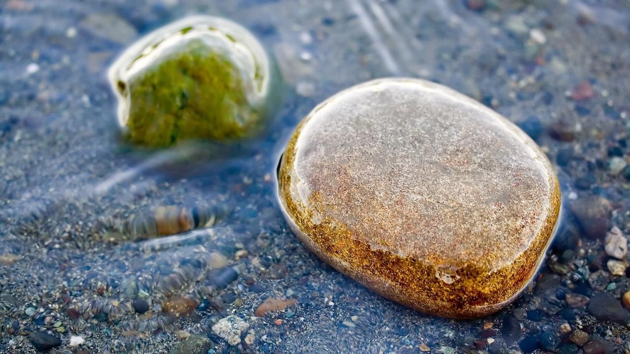 hd wallpaper stones in water macro photo
