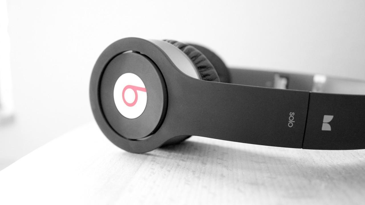 headphones bright beats hd wallpaper