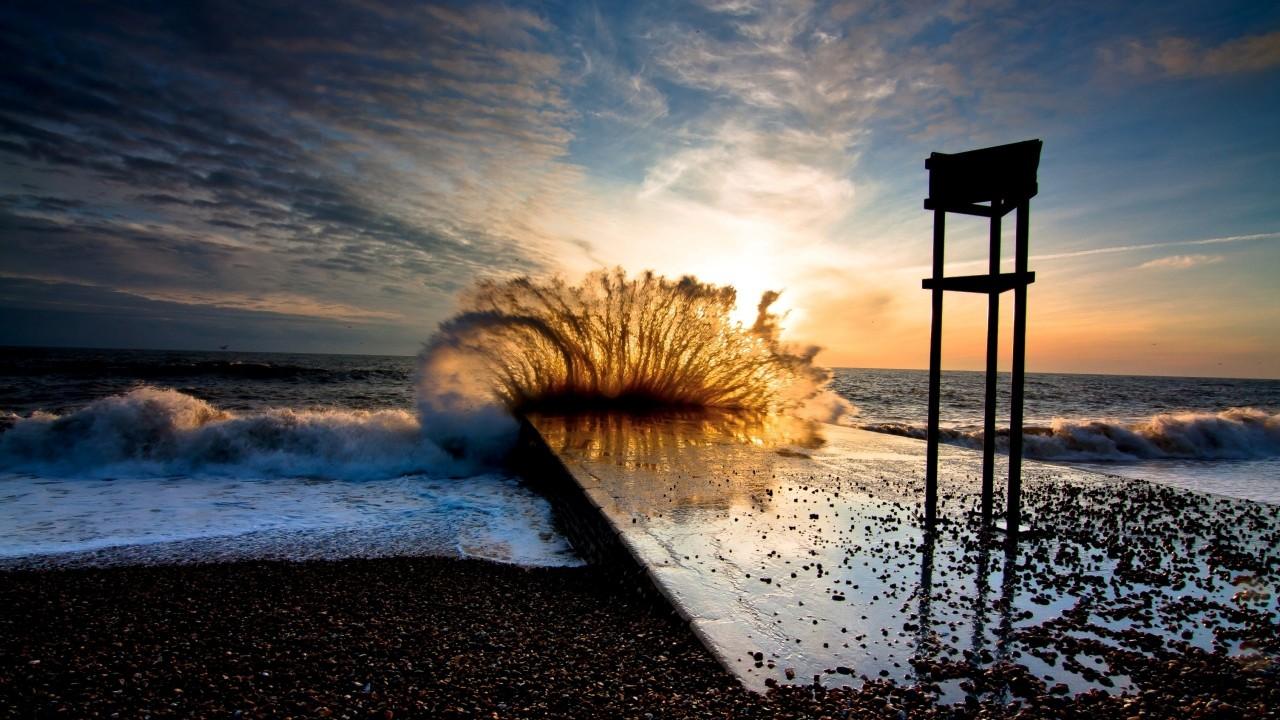 wave crashing into the shore