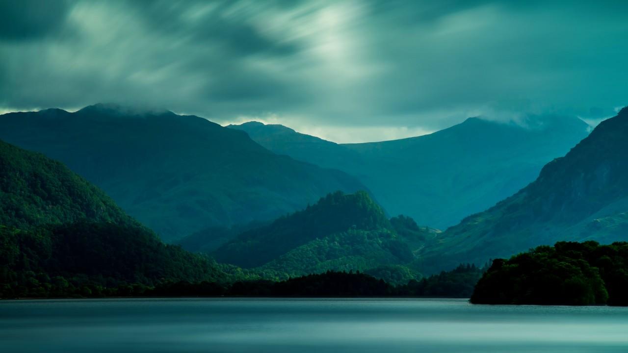 The dark sky over the lake