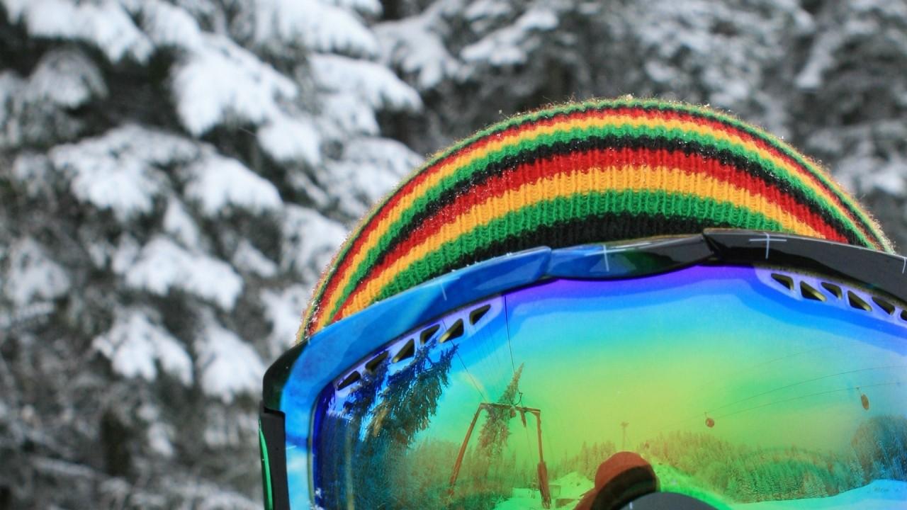 reflection in glasses skier